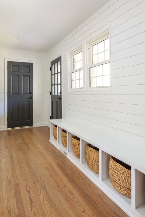 farmstyle modern mudroom